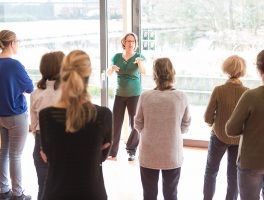 Miranda Molhoek van Studio de Mol in aktie tijdens Bewegend leren