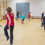 Miranda Molhoek van Studio de Mol in aktie tijdens Bewegend leren bij kinderen