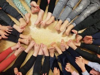 Barrevoets bewegen: 8 redenen voor blote voeten in jouw groep